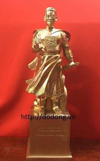 4 Lý do nên đặt tượng Trần Hưng Đạo bằng đồng trong nhà