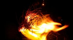 Lành hay dữ chuyện bát hương bốc cháy