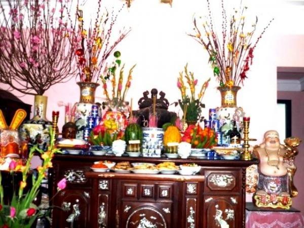 Những lưu ý quan trọng khi bày hoa giả trên bàn thờ